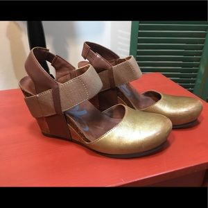 OTBT Wedge Shoes with open back Gold and Brown